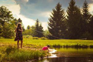 Tips for Taking Kids for Fishing - Mom Teaching Kids fishing
